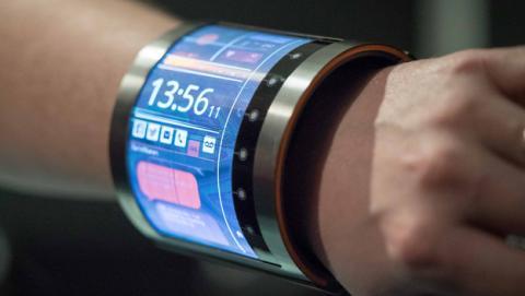 Este smartwatch flexible se adapta a la perfección a tu muñeca