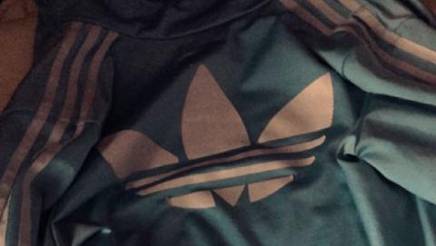 de que color es esta chaqueta
