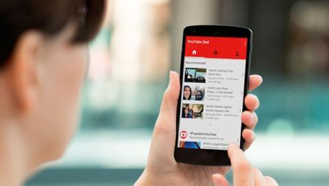 Si eres suscriptor de YouTube Red, podrás utilizar YouTube sin conexión desde la propia app de tu dispositivo.