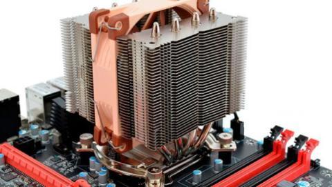 La caja debe tener las dimensiones adecuadas para alojar elementos de refrigeración adicional.