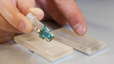 dedo biónico sensible al tacto