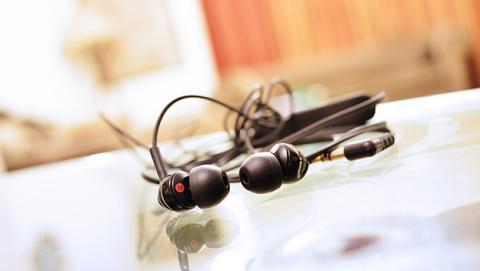 auriculares que identifican a las personas