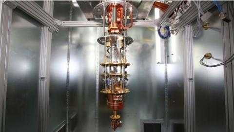 La superposición de los átomos puede verse alterada ante el contacto con un campo electromagnético o la más mínima vibración o fluctuación de la temperatura.