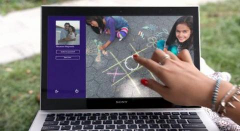 Un usuario inicia sesión en Windows 10 haciendo uso de la contraseña de imagen