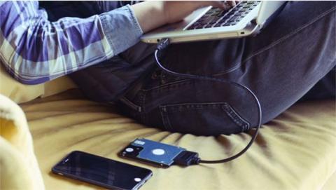 """El cable de Lumsing permite conectar directamente cualquier disco duro de 2,5"""" o SSD a un USB 3.0"""