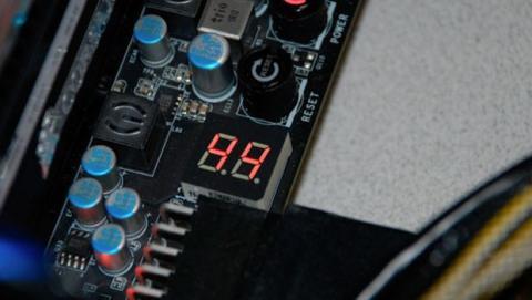 Las placas base de gama alta, han sustituido estas señales sonoras por un pequeño display en el que se muestra un determinado código.