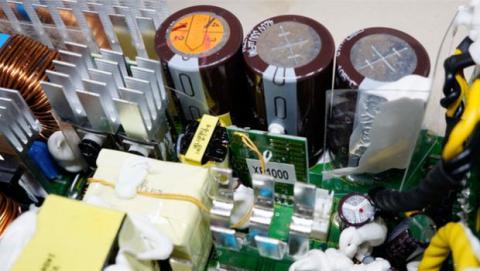 Estos ruidos eléctricos, suelen producirse en los sistemas de alimentación de los componentes.