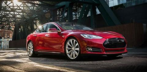 Tesla llega a España, ¿qué aportan sus coches eléctricos y baterías?