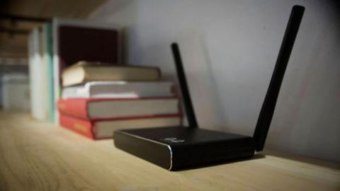 Algunos usuarios tratan de disimular la presencia del router ocultándolo en el interior de muebles o detrás de otros aparatos electrónicos.