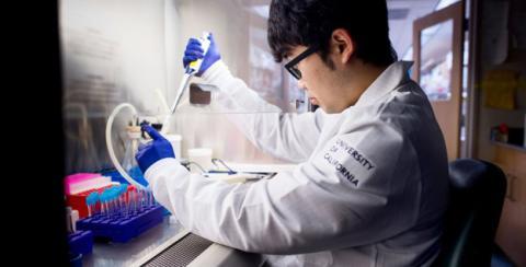 Sean Parker funda un instituto para investigar la cura del cáncer