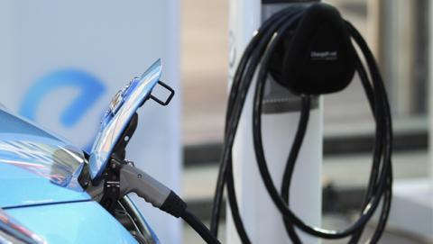 Los Países Bajos prohibirán los coches no eléctricos en 2025