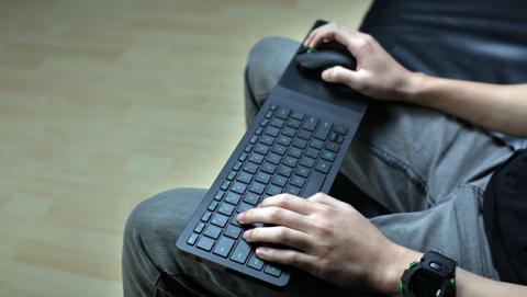 Razer Turret, el accesorio ideal para jugar desde el sofá