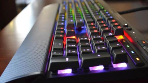 Corsair incluye el nuevo mecanismo MX Speed en sus teclados