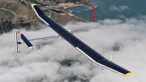 El avión Solar Impulse 2 cruza el Océano Pacífico sin combustible