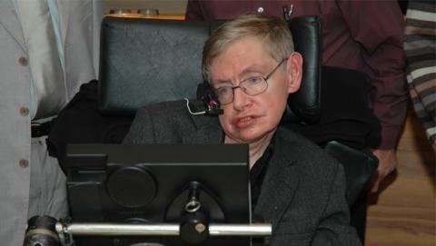 Stephen Hawking, mucho más cerca del Premio Nobel