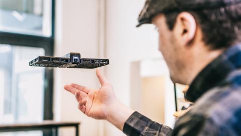 Hover Camera, la curiosa fusión de un palo selfie y un dron