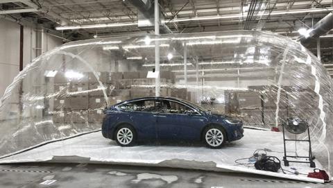 Los coches Tesla te protegen de la contaminación extrema