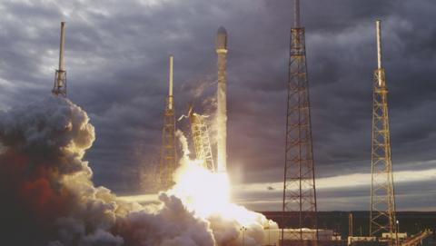 SpaceX aterriza el Falcon 9 en una plataforma marina