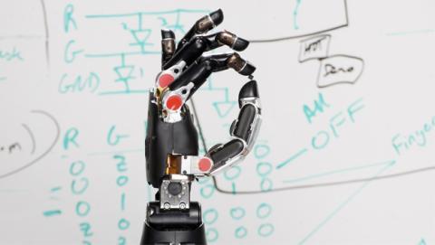 Un brazo robótico digno de un cyborg, otro invento de DARPA