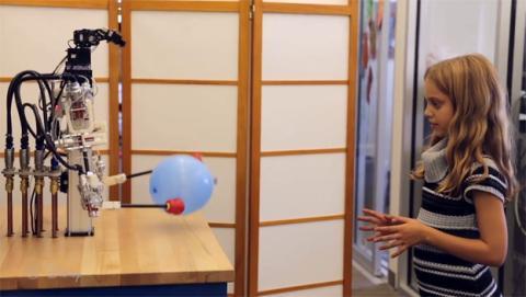 El nuevo robot de Disney es tan preciso que puede enhebrar una aguja