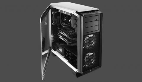 Full tower Corsair 760T