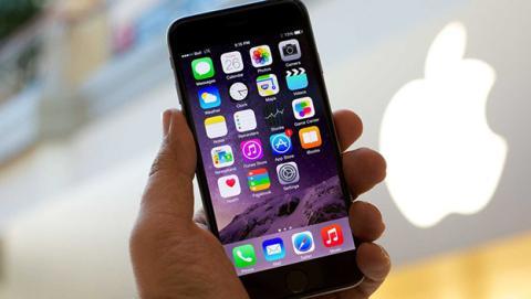 iPhone con carcasa de cristal