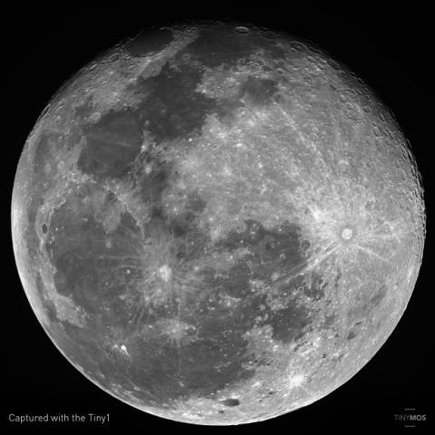 Luna llena fotografiada con la cámara Tiny1