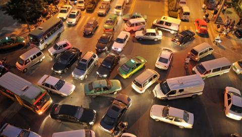 Trolean la app Waze para expulsar el tráfico de sus barrios