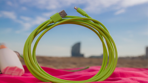 Dale un toque de color a tu iPhone con este cable Lightning
