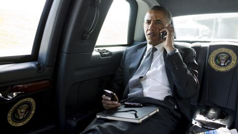 Obama por fin jubila su vieja Blackberry