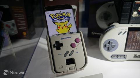 La funda Hyperkin Smart Boy convierte tu smartphone en una Game Boy