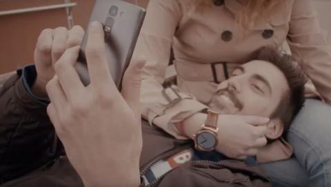 Smartphone de gama media LG Magna