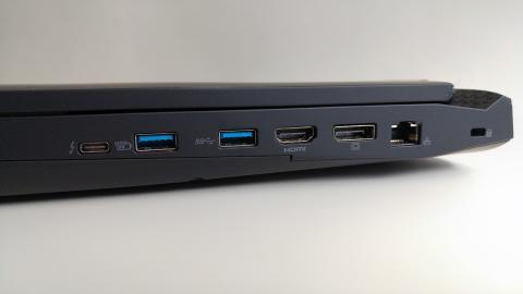 Acer predator 15, puertos lateral derecho