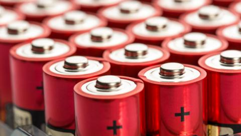 Inventan una batería que funciona gracias a la gravedad