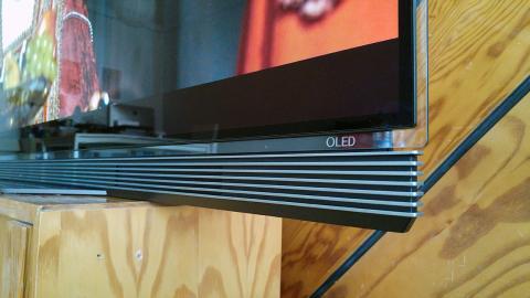 detalle del televisor LG OLED65E6V