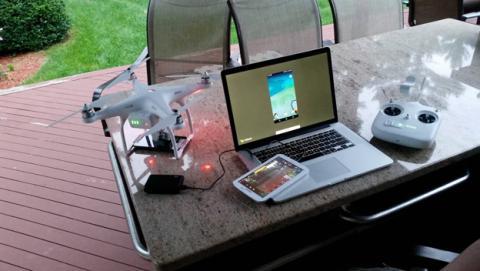 Conectan un teléfono a un dron para jugar a Pokémon GO