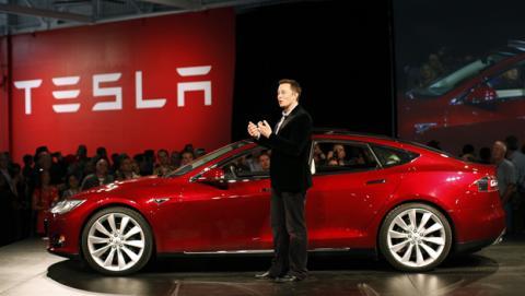 Tesla no desactivará su piloto automático por los accidentes