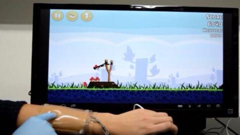 Nuevo touchpad de hidrogel se puede usar estirado en el brazo