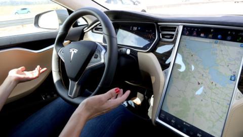 Tesla añadirá más sensores y radares a su piloto automático
