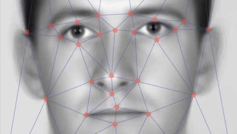 Engañan al reconocimiento facial con imágenes de Facebook