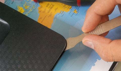 desmontando un portátil para limpiar el ventilador