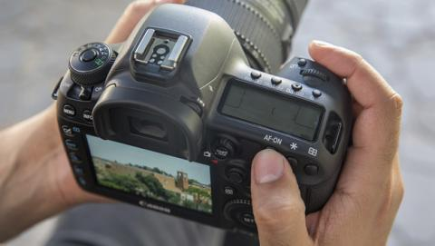 Nueva cámara réflex para profesionales de Canon