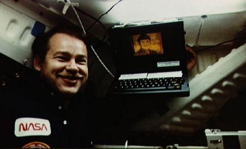 Fallece John Ellenby, padre del ordenador portátil y la tablet
