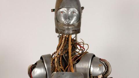 Robot para probar trajes espaciales de la NASA sale a subasta