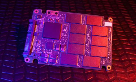 Imagen del PCB de un SSD
