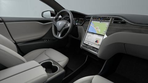 El piloto automático de Tesla, ahora más inteligente y seguro