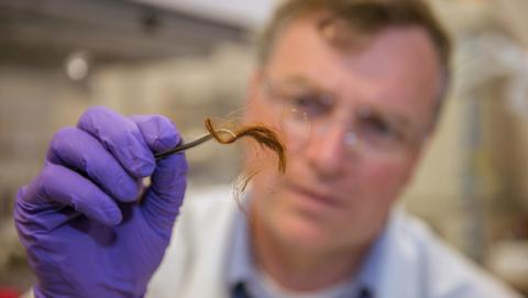 Policías podrán identificarte por tu cabello