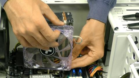 Desmontar ventilador del disipador de la cpu