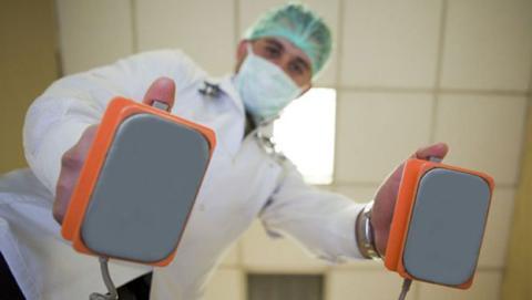 Los desfibriladores modernos podrían utilizar pulsos de luz