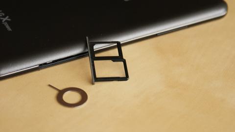 bandeja de SIM y micro SD del LG X power